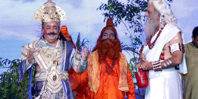 Dr. Harsh Vardhan played the role of Raja Janak on the third day of LuvKush Ramlila!