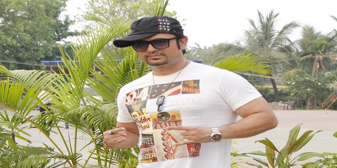"""DJ SHEIZWOOD'S DEDICATE HIS NEW SONG """"CHALO KHELE HOLI"""" TO THE INDIAN ARMY"""