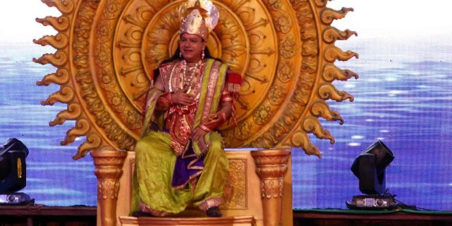 BJP Leader Vijay Jolly Played the role of Raja Indra Dev on the First day of Luv Kush Ramleela