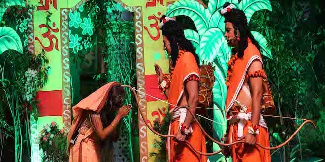 Audience amazed to see Lanka Igniting by Hanuman on the sixth day of Luv Kush Ramleela