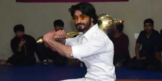 Vidyut Jamwal wrestled with Pahalwans during Commando 3 Delhi Promotions