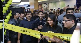 Kareena Kapoor Khan Unveils the Remodelled All New Forever 21 at Orion Mall, Bangalore