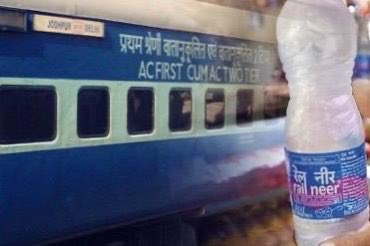 Standing by Delhi Police, Railways make arrangements to provide 10000 water bottles per day to Delhi Police personnel on COVID duty