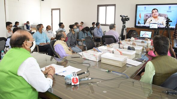 Nitin Gadkari Launched Unique Khadi Footwear; KVIC Targets Rs 5000 Crore Business