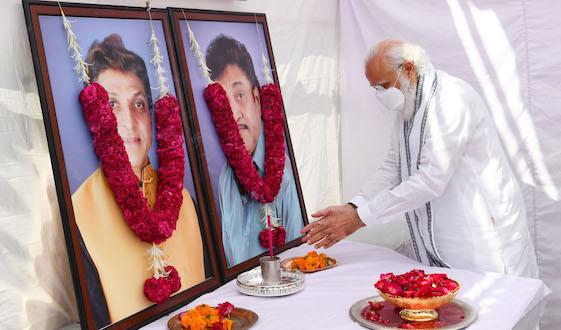 PM Narendra Modi pays tributes to late Maheshbhai and late Nareshbhai Kanodia