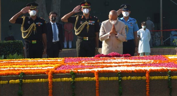 President Ram Nath Kovind paid tributes to former Prime Minister Lal Bahadur Shastri at Vijay Ghat on his birth anniversary.