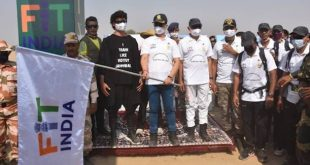 Union Sports Minister Kiren Rijiju actor Vidyut Jammwal flags off 200-km long 'Fit India Walkathon' ,