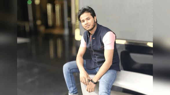 Singer Gulfateh khan signed under Music label Kavish Records.