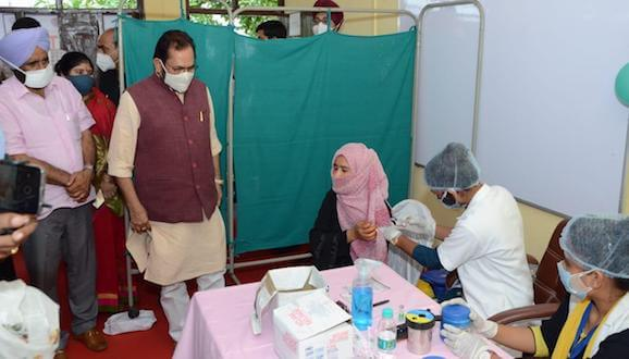 """Minority Affairs Minister Mukhtar Abbas Naqvi launches a nationwide """"JaanHaiToJahaanHai"""" campaign to create awareness on Corona vaccination in rural and remote areas of the country"""
